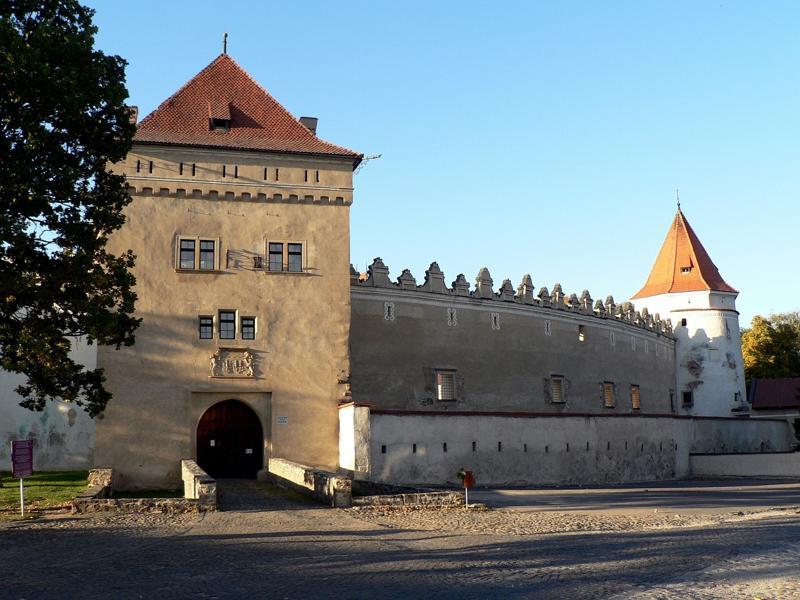 Slovenské hrady a zámky  df9ed43cf06