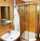 Wellness hotel*** Bešeňová 2619 - studio Comfort: 1 x double-bed + 2 x additional bed (1 x  double bed, 1 x fold-out couch), hair dryer, kitchen corner (fridge, electric kettle, cooker with two burners), bathroom (shower cabin, WC in the bathroom, wash-basin), pay TV, radio, telephone, seating, safe, Internet for free, minibar