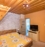Private accommodation Ždiar 2650 - apartment č.2: 1 x double-bed (1 x  double bed), with a balcony, TV+SAT, seating, 1 x triple-bed (1 x  double bed, 1 x  single bed), no kitchen, bathroom (shower cabin, WC in the bathroom, wash-basin), wi-fi (wireless) connection, separate entrance