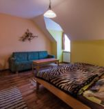 Guest-house / B&B*** Ranč u Bobiho Nový Tekov 2873 - double-bed + 1 x additional bed:   (1 x  double bed, 1 x fold-out couch), LCD, Own bathroom in room (shower cabin, washbasin, WC in the bathroom)