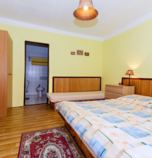 Apartment house Bojnice 3002 - triple-bed:   (1 x  double bed, 1 x  single bed), TV+SAT, Own bathroom in room (bath, washbasin, WC in the bathroom, bidet)