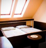 Hotel*** Hotel Garden Košice 3936 - studio Maisonette  (40 m²): 1 x double-bed + 2 x additional bed (1 x  double bed, 1 x fold-out couch), cable TV, CD player, Own bathroom in room (bath, washbasin, WC in the bathroom), common room (seating), bathroom (bath, WC in the bathroom, wash-basin)