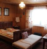 Guest-house / B&B** Liptovské Revúce 3972 - double-bed Comfort + 1 x additional bed  (28 m²):   (2 x  connected single beds, 1 x additional bed ), mountain view, garden view, cable TV, radio, mini-fridge, electric kettle, washbasin, seating, parking place, Own bathroom in room (shower cabin, washbasin, WC in the bathroom), 1. floor